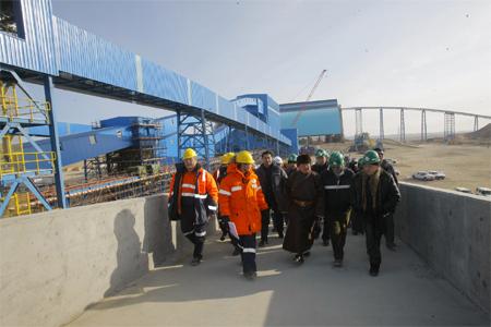 Оюутолгойн гадаад ажилтнуудын цалин монголчуудынхаас 20 дахин их. Энэ шударга явдал уу