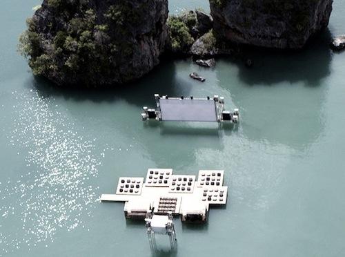 Усан дээр хөвөгч кино театр