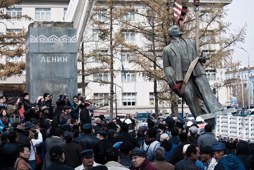 Э.Бат-Үүл оросуудыг уурлуулж, балгийг нь ард түмэн үүрэх нь