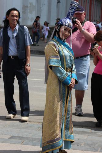 А.Ганчимэг: Саравчтай үндэсний малгай зохион бүтээмээр юм байна даа