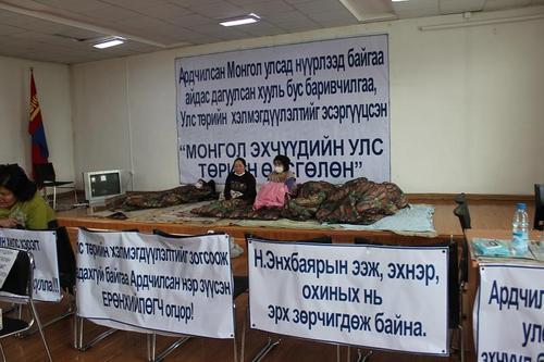 """Монголын улс төр дэх """"авгай"""" шинж"""