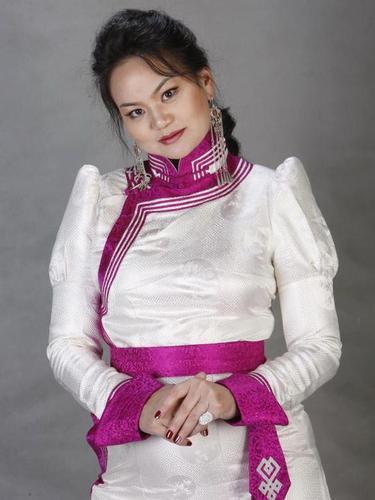 Ардын дууч Д.Бурмаагийн нүцгэн зураг шуугиан тарив