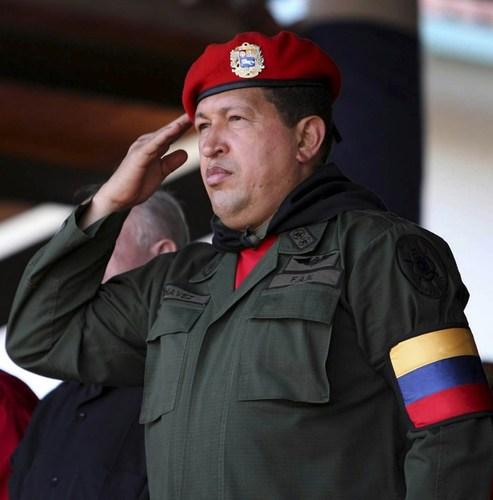 Уго Чавесийг эмчилсэн куба эмч нарыг Венесуэль шагналаа