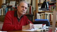 Патрик Модиано: Нобелийн шагналаа зээ хүүдээ зориулъя