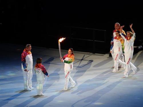 """Уран гулгагч Роднина, хоккейчин Третъяк нар """"Сочи2014"""" өвлийн Олимпийн бамбарыг асаалаа"""