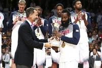 АНУ-ын баг тав дахь алтан медалиа хүртлээ