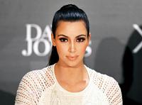 Ким Кардашиан үрчлээтэхээс айгаад инээдэггүй