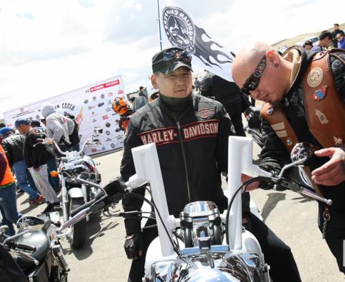 У.Хүрэлсүх мотоциклчдын парадад оролцов