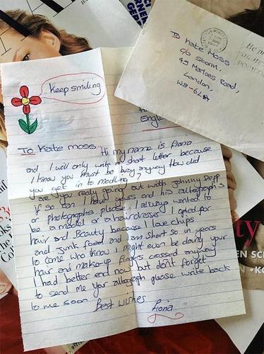 Кэйт Мосс өөрт нь ирсэн захидалд 23 жилийн дараа хариу өгөв
