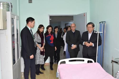 Сингапурын эмнэлгийн төлөөлөгчид ТТАХНЭ-ийн үйл ажиллагаатай танилцлаа