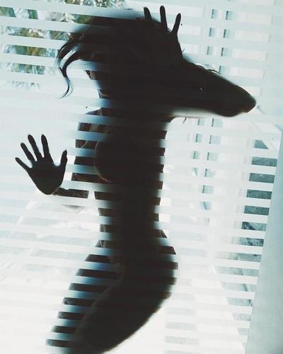 Холли Берри нүцгэн зургаа нийтлэв
