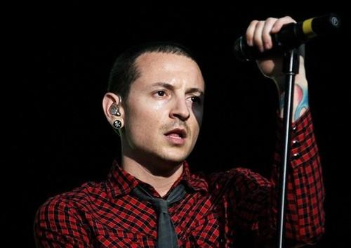 """""""Linkin park"""" хамтлагийн гоцлол дуучин нас барлаа"""