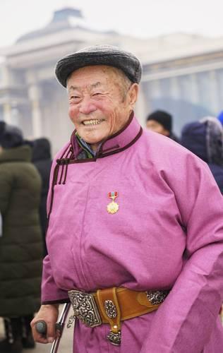 Д.Сүхбаатарын хөшөөнд цэцэг өргөж, Их эзэн Чингис хааны хөшөөнд хүндэтгэл үзүүллээ
