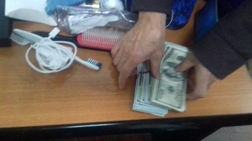 Зорчигчийн гээсэн 5320 ам.долларыг олж, эзэнд нь хүлээлгэн өгчээ