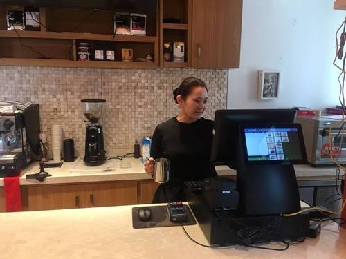 Дуучин Р.Дэлгэрмаа кофе шопын эзэгтэй болжээ