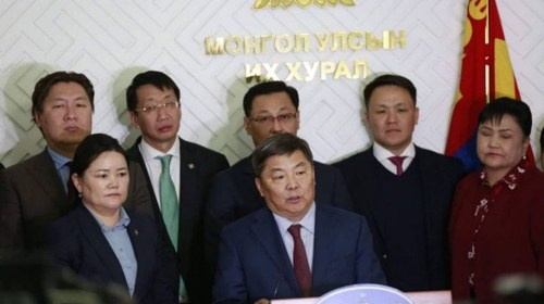Монгол төр хэдхэн хүний ТОГЛООМЫН ӨРӨГ болчихов уу