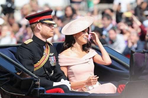 Меган Маркл хатан хааны гэр бүлийн хувцаслах дүрмийг зөрчив