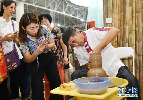 Хятадын биет бус соёлын өвийн үзэсгэлэн болж байна