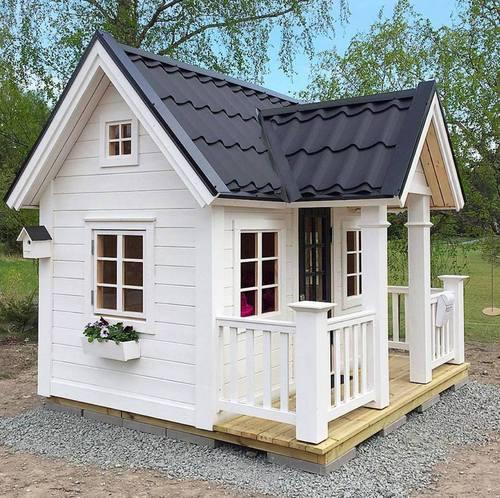 Уран гартай аавуудын хүүхдүүддээ зориулан барьсан жижигхэн байшингууд