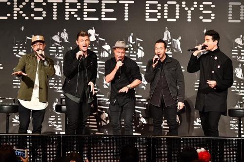 """Алдарт """"Backstreet Boys"""" хамтлагийн гишүүд 25 жилийн хугацаанд хэрхэн өөрчлөгдөв"""
