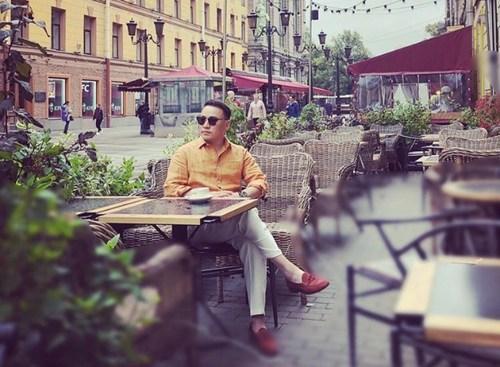 Наагий Ленинградад клипний зураг авалтаа хийжээ