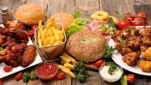 Түргэн хоол батга гарахад нөлөөлдөг