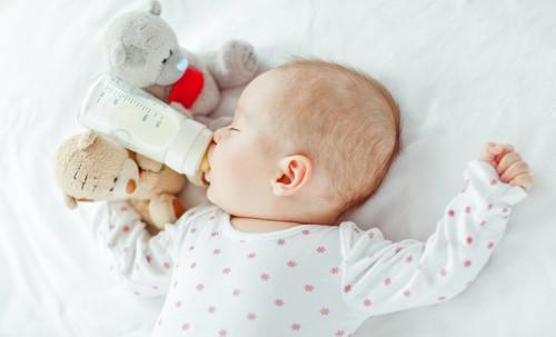 Нярай хүүхдүүдийн ердөө 30 хувь нь эхийн сүүгээр хооллож байгааг тогтоожээ