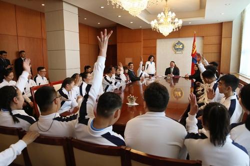 Ерөнхийлөгч Тусгай олимпид оролцсон баг тамирчдыг хүлээн авч уулзав