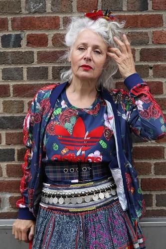 Хувцаслах урлаг: Сара Жэйн Адамс