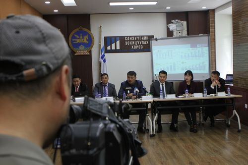 Монгол Улсын үнэт цаасны зах зээлийн нийт үнэлгээ 2,456.5 тэрбум төгрөгт хүрчээ