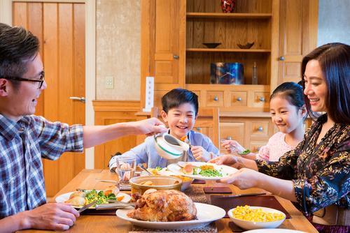 Хүүхдүүдтэйгээ хамтдаа сууж хооллохын ач тус