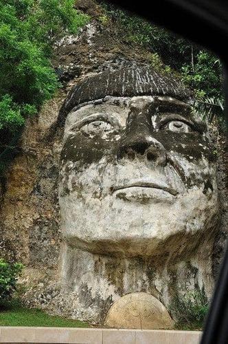 Гватемал дахь аварга чулуун толгой