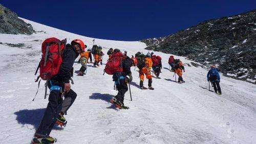 Сутай ууланд алба хаагчид 4205 метрийн өндөрт авиралт хийлээ