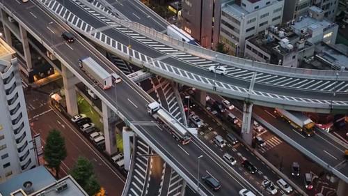 Давхар замаар түгжрэлээ шийдсэн олон орноос хамгийн шилдэг нь Япон