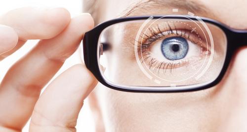 COVID-19 нулимсаар дамжих магадлалтай учир гоёлын контакт линз, нүдний шил сольж зүүхгүй байхыг зөвлөжээ